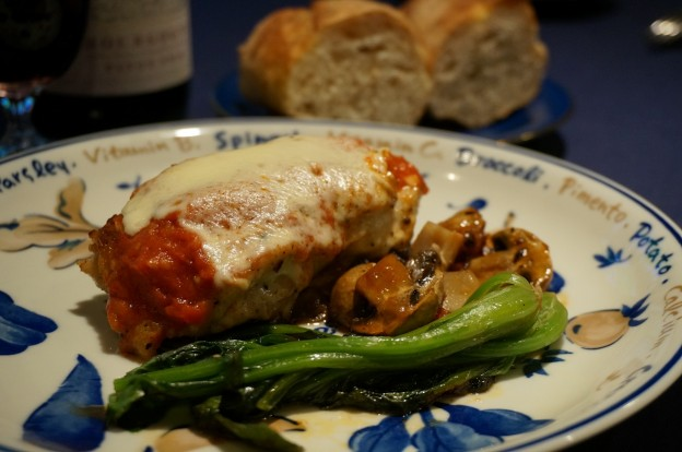 鶏もも肉のトマトソースチーズ焼き、ホウレン草添え