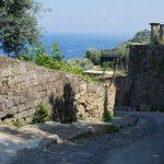 宿からCentroへ続くローマ時代の石畳の道