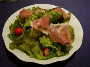レタスと生ハムのサラダ