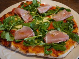 ルッコラと生ハムのピザ