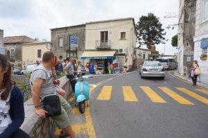 ソレント側から観光基点のバス停 Positano Chiesa Nuova